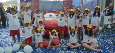 Lightning McQueen hits the blue carpet at Giffoni and presents the preview of Cars 3